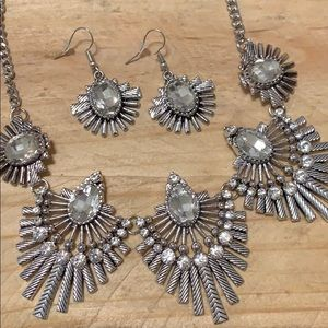 ❤️Necklace W/ Matching Earrings Special❤️